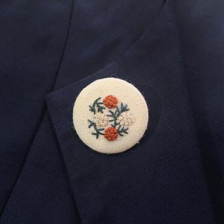 刺繍ボタンブローチ/ナチュラル(生成色)