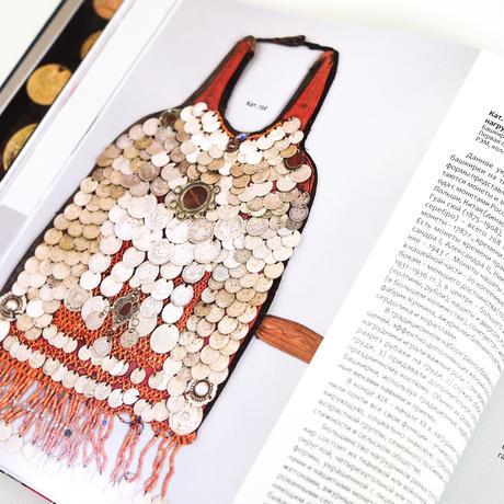 民族衣装:装飾品としての硬貨