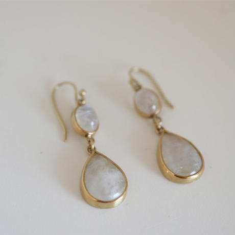 K18&MOONSTONE EARRINGS