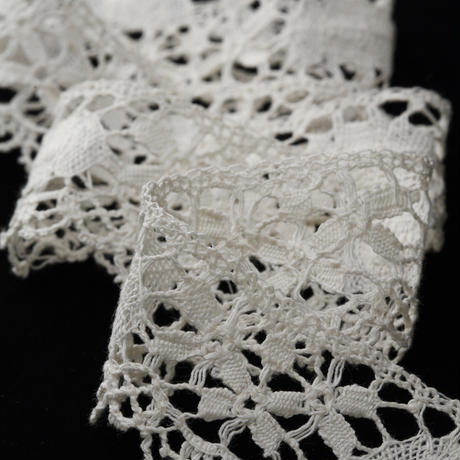 British Leavers Lace 1427  OFF WHITE