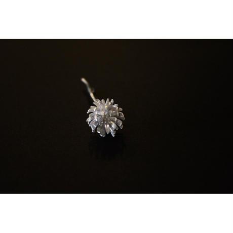 shirotumekusa brooch / Nakamura Nazuki