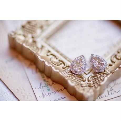 リッチなドロップ型のダイヤモンドピアス