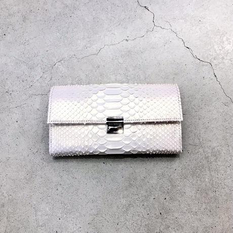 isola ミスティパール 三段錠・ギャルソン(ダイヤモンドパイソン・パール加工)財布