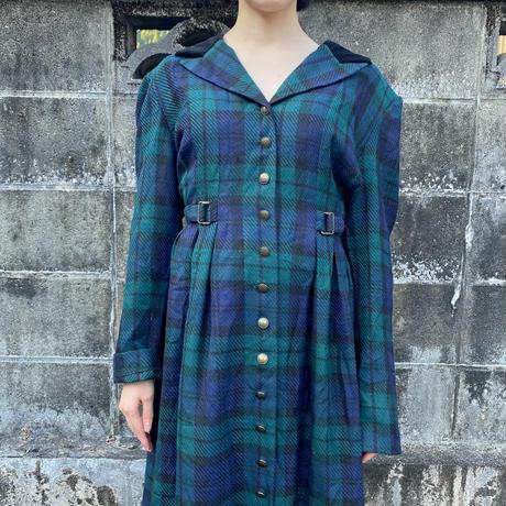Green velvet collar dress