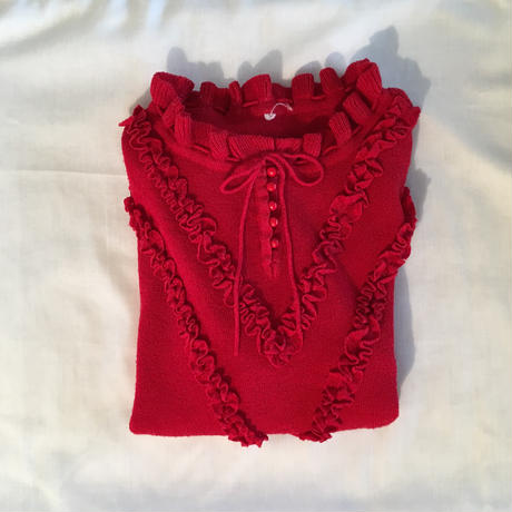 Red fril pullover