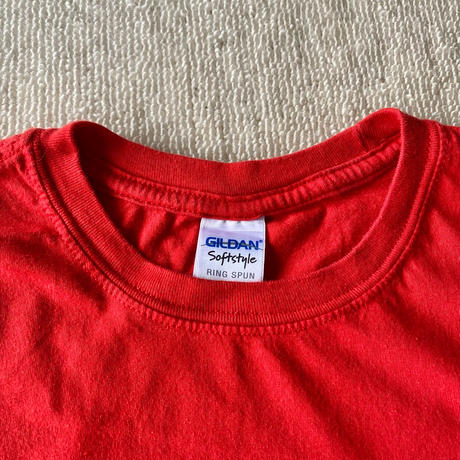 W red t-shirt