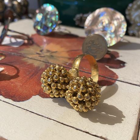 Gold balls ring