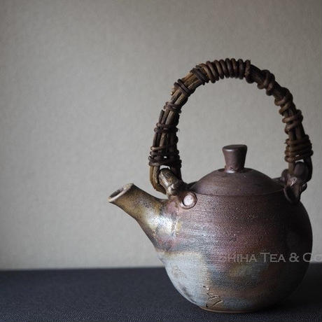 備前珠型提梁壺急須 Bizen Teapot, TOP handle lines KYUSU