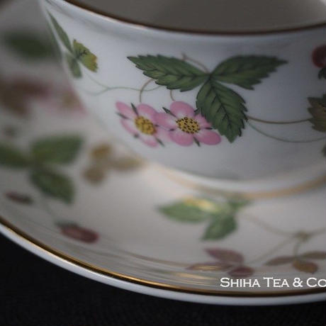 WEDGWOOD Japanese Style Pair Tea Cup Wild Strawberry