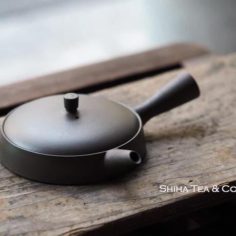 JINSHU Flat Black Gokuhira Teapot with box 甚秋篇平
