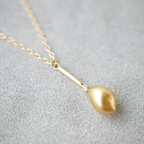 Southsea pearl (golden) necklace/bar/dia