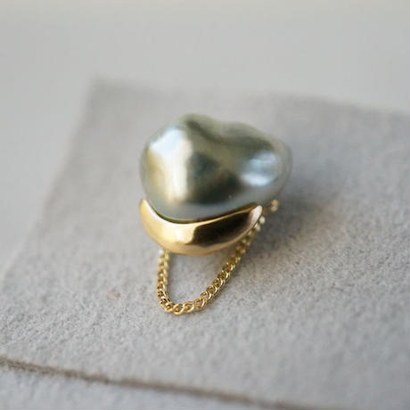 Tahitian pearl earring / Single / Crescent / Chain