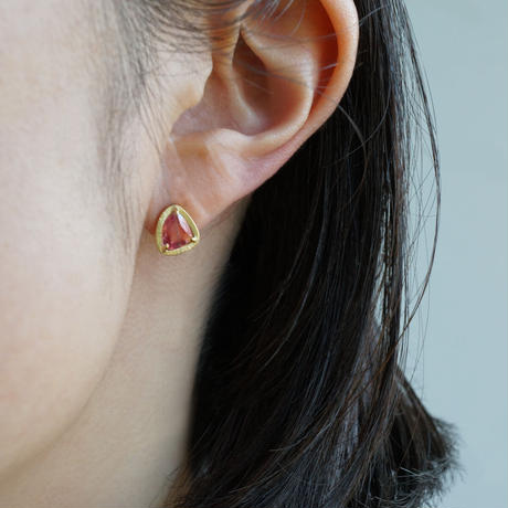 Sapphire earrings/stud/red x pink