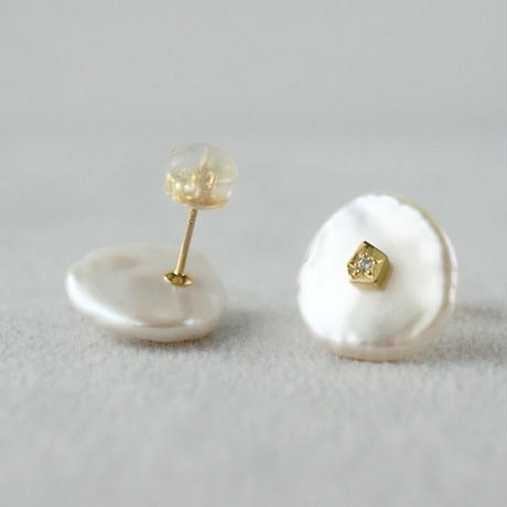 Freshwater pearl earrings / Flat / Dia