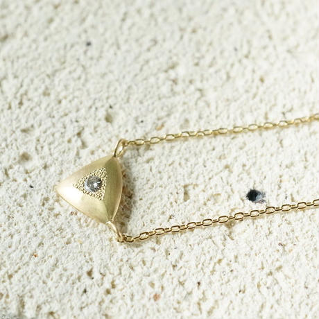 K18 Triangle necklace