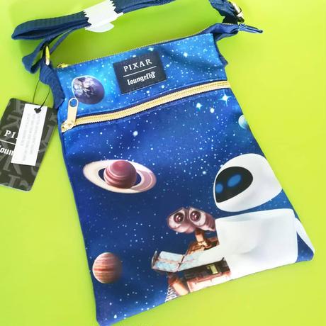 ピクサー「WALL-E」 ラウンジフライ製 サコッシュ LOUNGEFLY PIXAR WALL-E SPACE DANCING PASSPORT CROSSBODY BAG