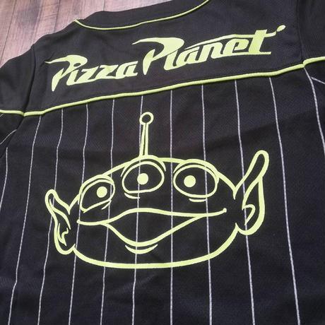 トイストーリー  ピザプラネット ベースボールシャツ(レディース)  Toy Story  Pizza Planet Baseball Shirt