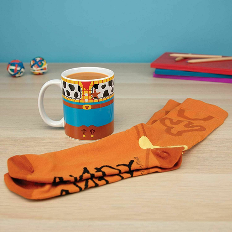 トイストーリー  ウッディのセラミック製マグカップ とメンズソックスのセット