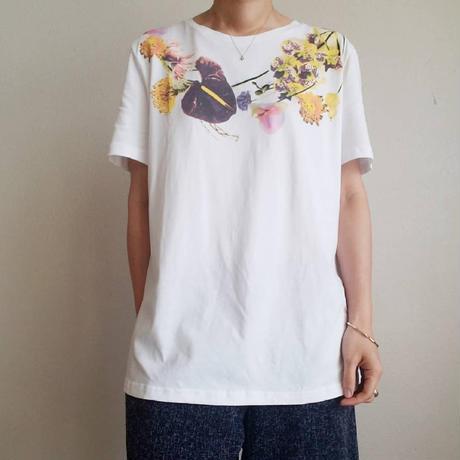 フラワーTシャツ