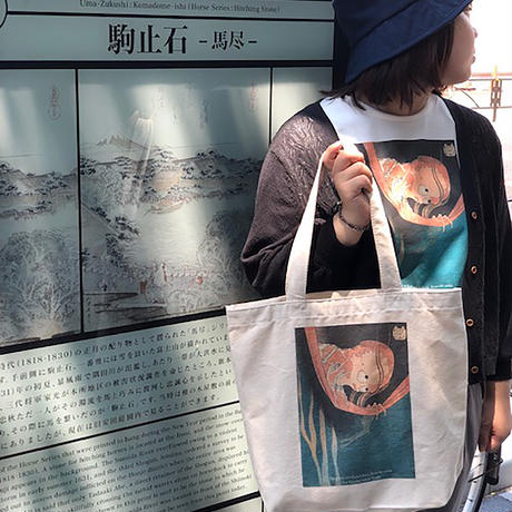 T19-1001 葛飾北斎 「百物語こはだ小平二」T-シャツ Women 女性用
