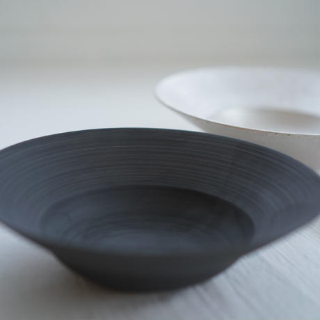 野田里美 千刻黒リム鉢皿