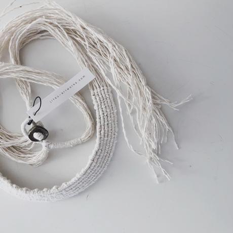 糸首飾り/white