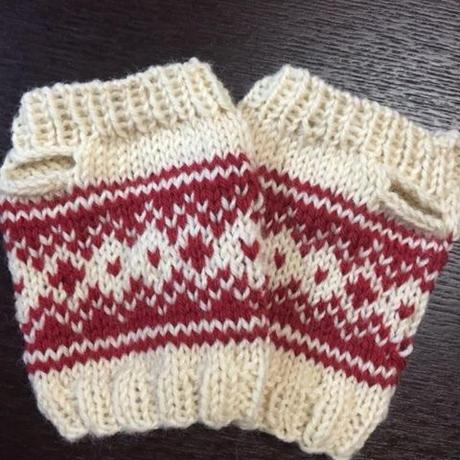 コンパクトで便利!手編みのリストウォーマー  プレゼントにも