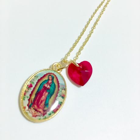 グアダルーペの 聖母マリアメダイ と ルビーカラーのハート形スワロフスキークリスタルのネックレス