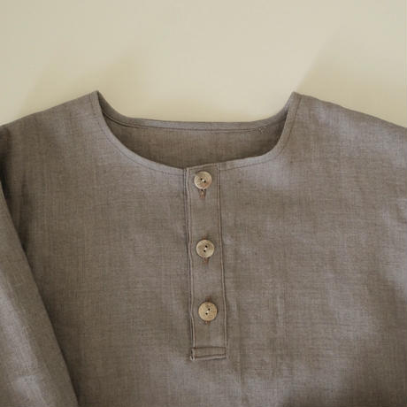 kids Henley pullover  / cocoa
