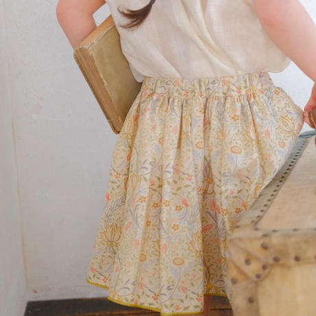 Piping gather skirt / flora porcelain