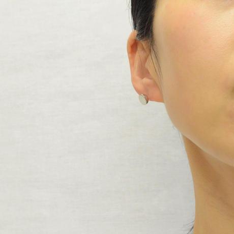 K18WG pierced earring (Horizontal / K18WG sphere clasp)