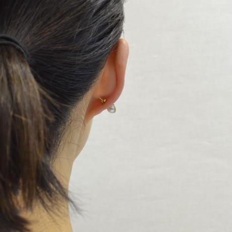 【ORDER】Half pearl × Diamond pierced earring (Diagonal / K18 basic clasp)