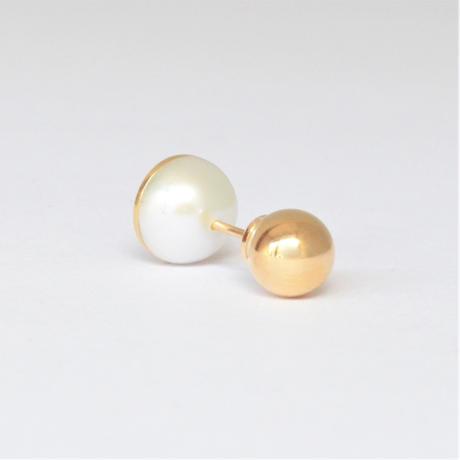 Half pearl × K18 pierced earring (Horizontal / K18 sphere clasp)