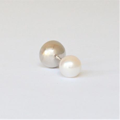 K18WG pierced earring (Horizontal /Akoya pearl clasp)