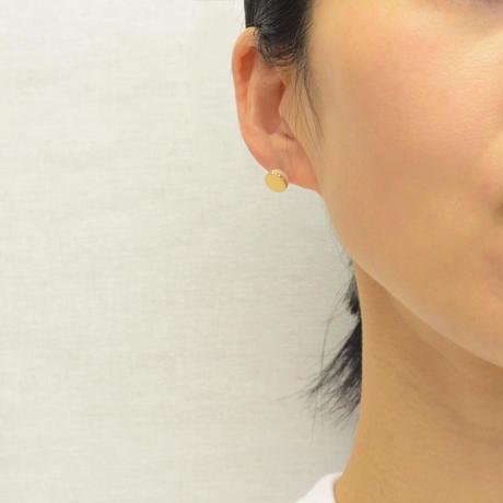 【ORDER】Half pearl × Diamond pierced earring (Horizontal / K18 sphere clasp)