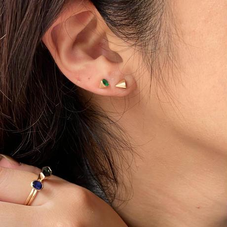 Oval Emerald pierced earring (3×4mm / horizontal)