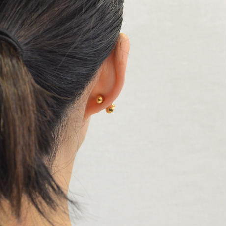 K18 pierced earring (Horizontal / K18 sphere clasp)
