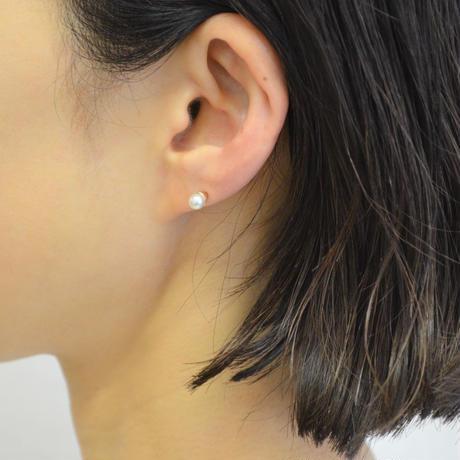 Freshwater pearl pierced earring (4mm / vertical)