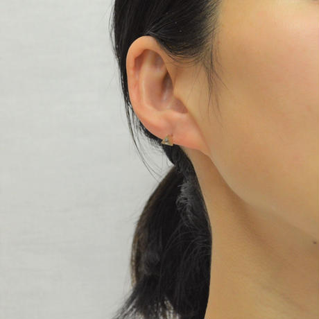 Equilateral triangle Aquamarine pierced earring (3.5㎜ / vertical)