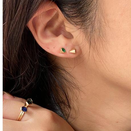 Pear shape Sapphire pierced earring (4×3 ㎜ / horizontal)