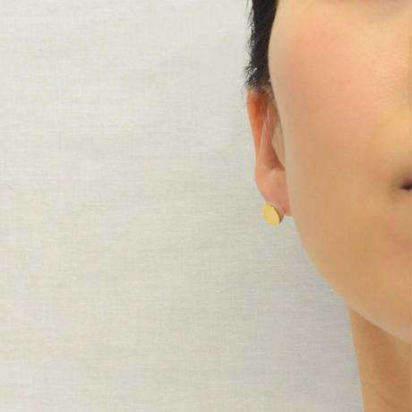 Half pearl × K18 pierced earring (Horizontal /Akoya pearl clasp)