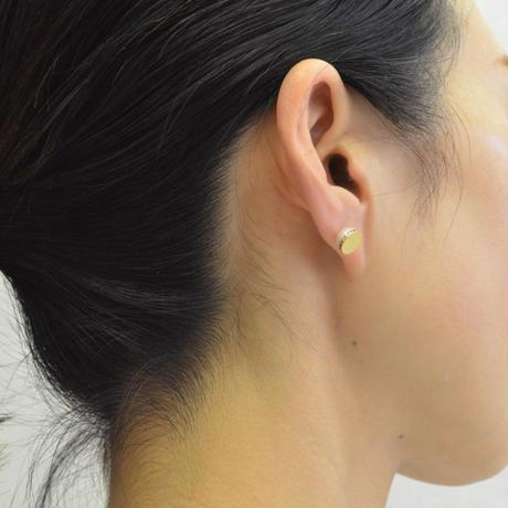 【ORDER】Half pearl × Diamond pierced earring (Horizontal / K18 basic clasp)
