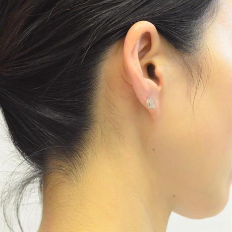 Half pearl × K18WG pierced earring (Diagonal /Akoya pearl clasp)