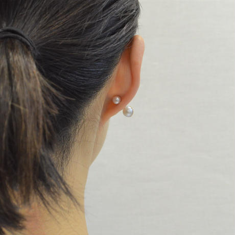 【ORDER】Half pearl × Diamond pierced earring (Diagonal /Akoya pearl clasp)