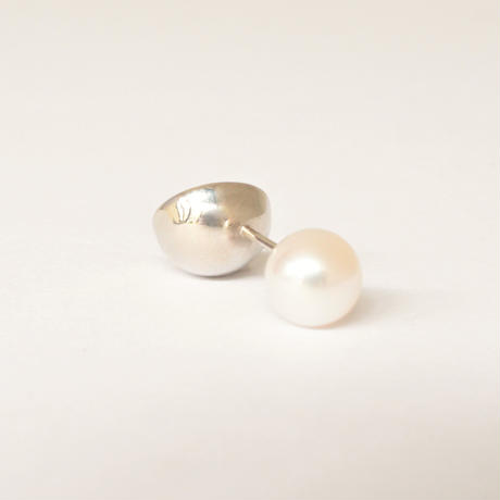 K18WG pierced earring (Diagonal /Akoya pearl clasp)