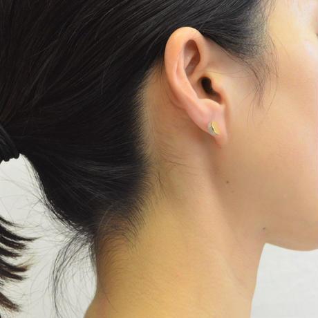 【ORDER】Half pearl × K18 pierced earring (Diagonal / K18 basic clasp)