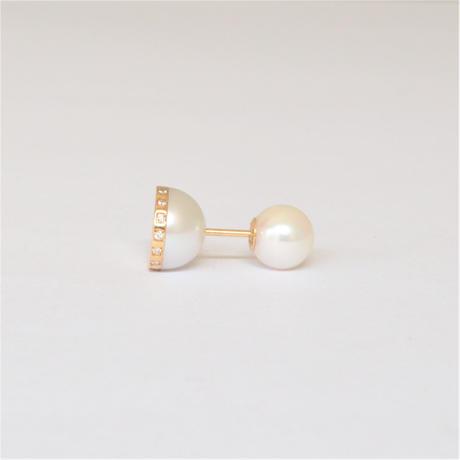 【ORDER】Half pearl × Diamond pierced earring (Horizontal /Akoya pearl clasp)