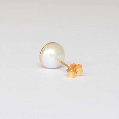 【ORDER】Half pearl × K18 pierced earring (Horizontal / K18 basic clasp)