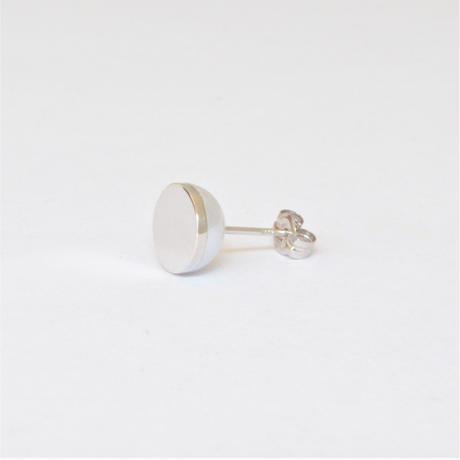 【ORDER】Half pearl × K18WG pierced earring (Horizontal / K18WG basic clasp)