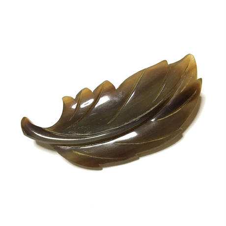 泉舟 作 水牛ブローチ 一枚葉
